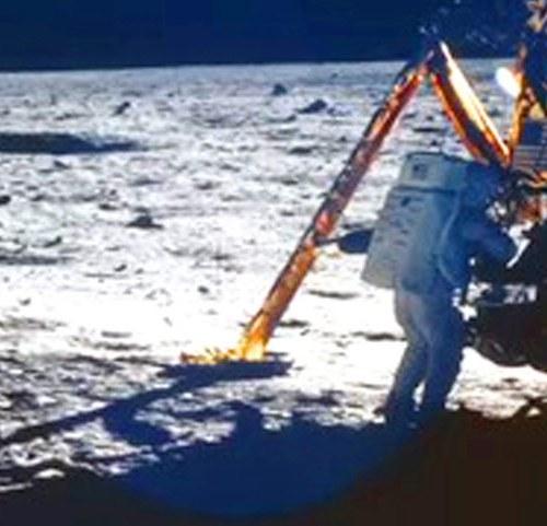 05 BIO Neil Armstrong 634x481