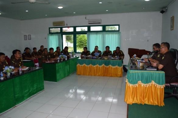 Kajati Kalbar memberikan pengarahan di Aula Kejari Bengkayang