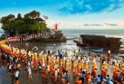 Tanah Lot Bali-Inilah Salah Satu tempat tujuan honey moon di Bali