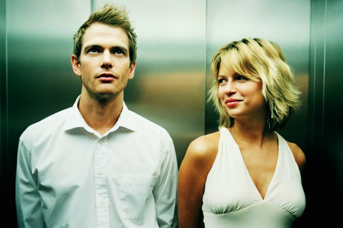 15-couple-flirting-in-elevator-main (1)