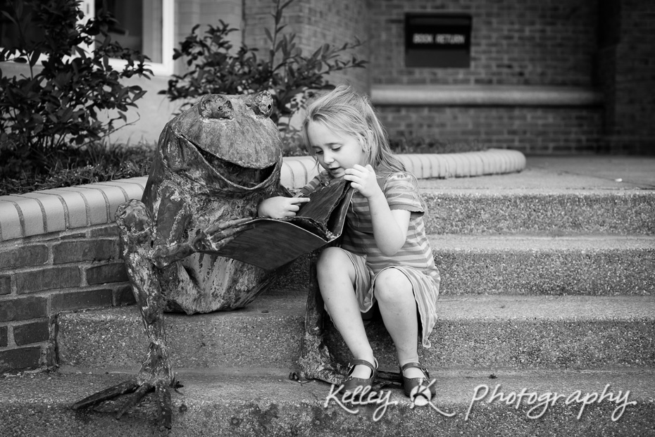 7/365 - Reading to a frog