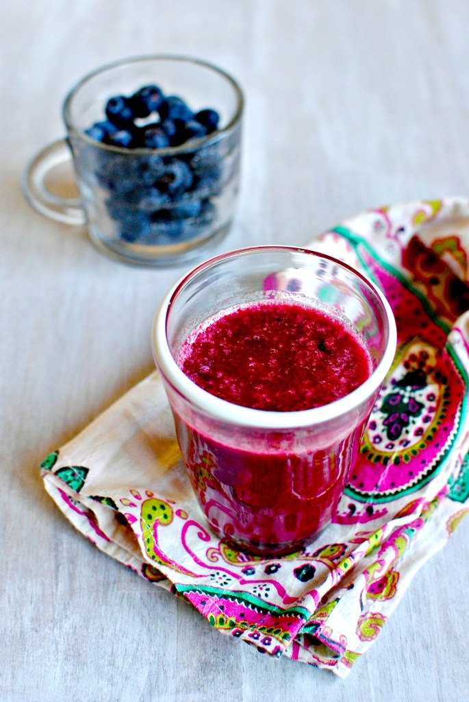 pomegranate, pear and berry juice // food to glow