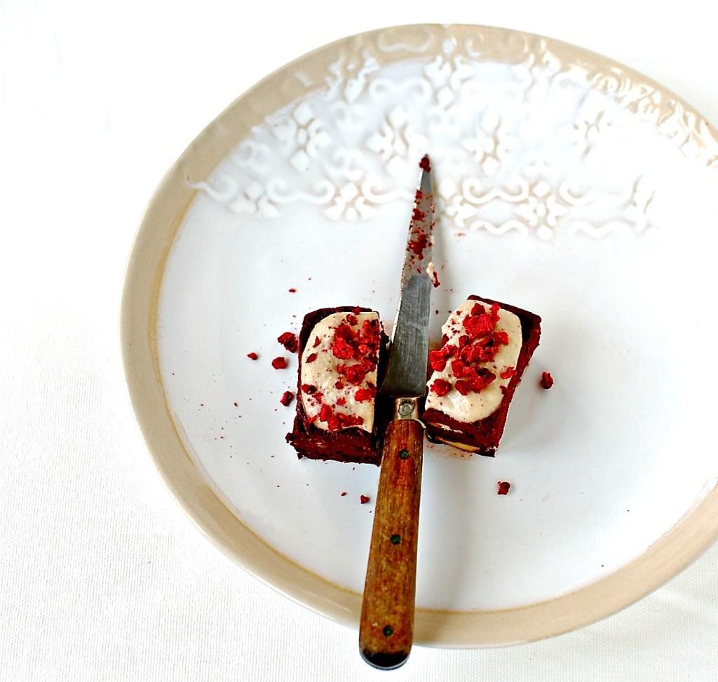 raw red velvet brownies // food to glow
