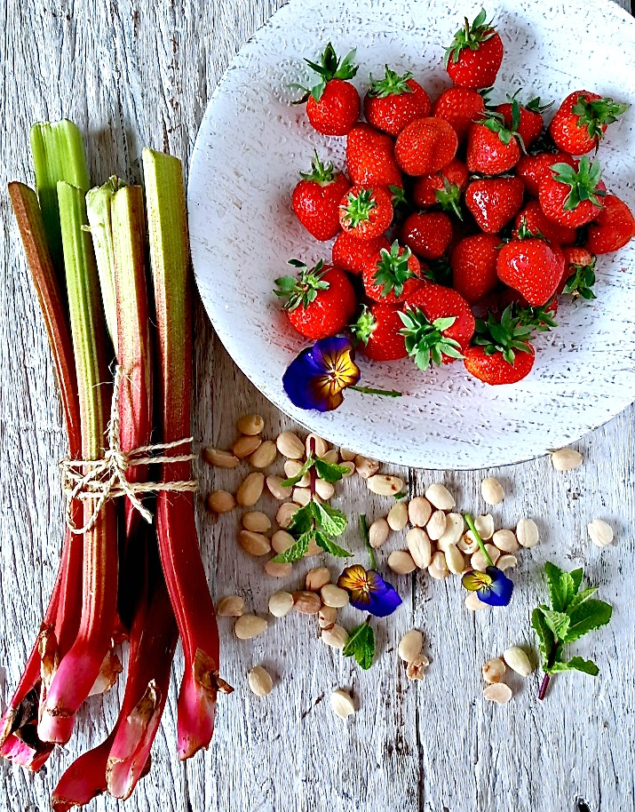 rhubarb and strawberry salad // food to glow