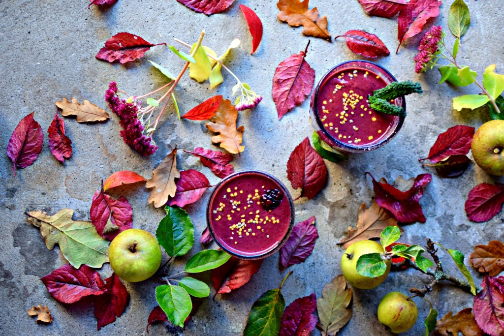 This green smoothie sneaks in the goodness of berry powders to amp the nutrition, colour and taste. A perfect, easily digested and delicious breakfast, snack or post-workout boost. How can you not feel better after drinking this?