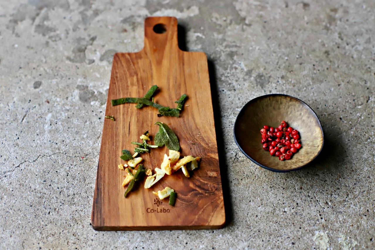 pink peppercorns with crispy garlic, rosemary and sage