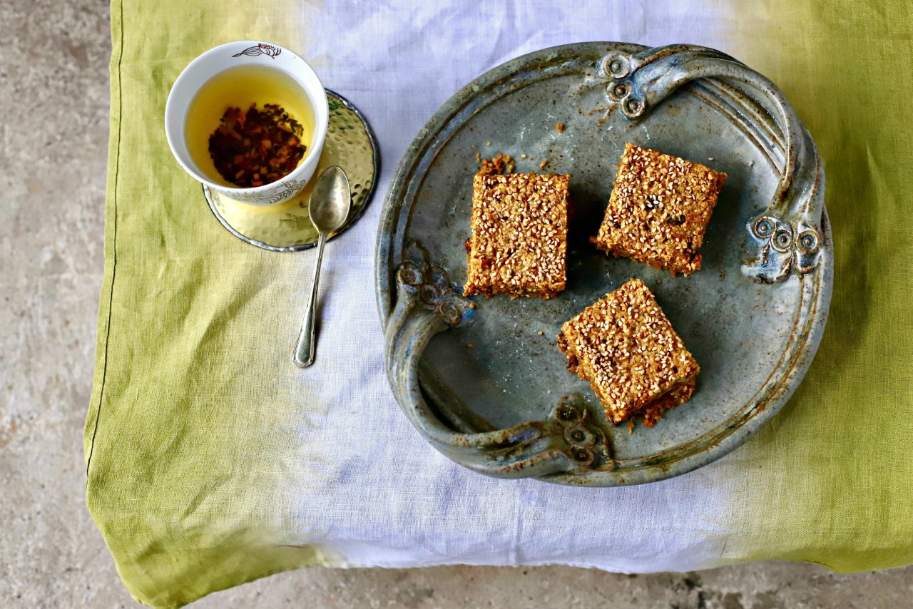 Make these Carrot Cake Tahini Power Bars for a healthy energising #snack. #glutenfree, wholegrain and #vegan. #energybars #powerbars