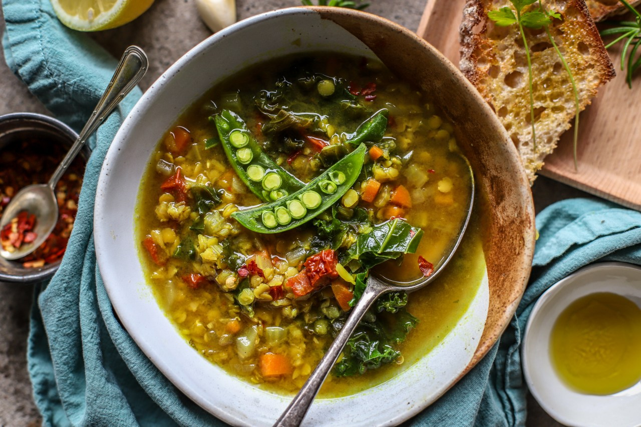 #Mediterranean #Lentil, #Turmeric and Lemon Broth - #antiinflammatorydiet #soup #vegetables #recipe
