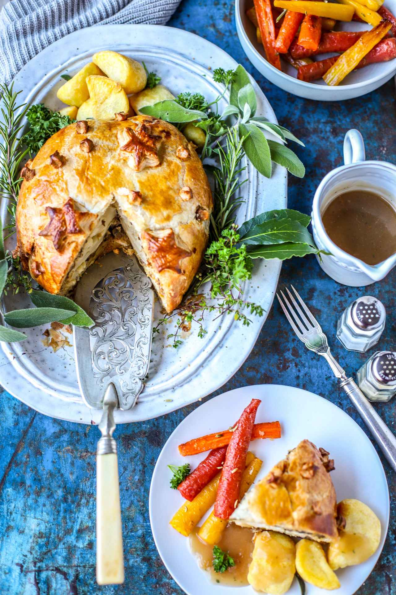 Cauliflower and Porcini Mushroom Wellington is the ultimate vegetarian centrepiece dinner recipe. Easy to prepare, and goes with all of the usual roast dinner trimmings. #Christmasfood #recipe #cauliflower #vegetarian #easilyvegan #pastry #dinner #familyfood