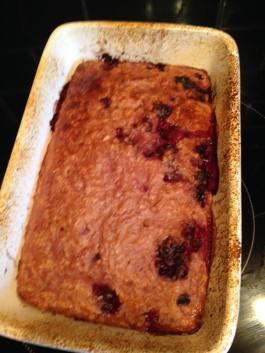 Baked Oats. Basic recipe (without fruit) is syn-free. Recipe: https://kellsslimmingworldadventure.wordpress.com/2016/01/23/recipe-baked-oats/