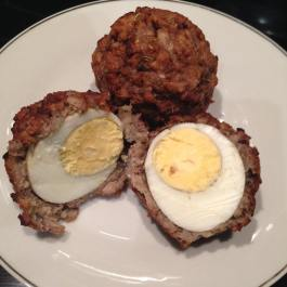 Vegetarian Scotch Eggs. Recipe: https://kellsslimmingworldadventure.wordpress.com/2016/03/20/recipe-vegetarian-scotch-eggs/