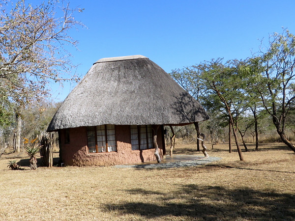 Ndlovu Camp - Wisteria Village Rondavel