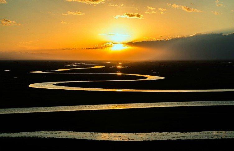 unfolding river