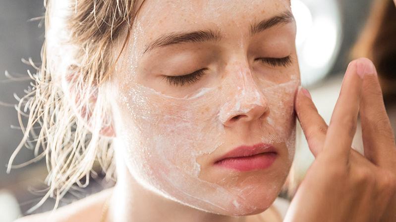 how-to-exfoliate-sensitive-skin-800x450