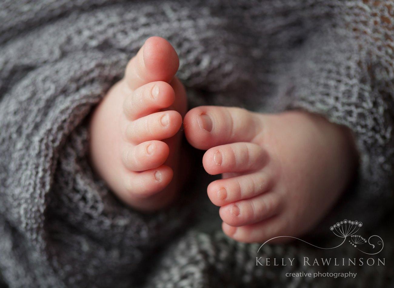 Georgina baby photography newborn toes