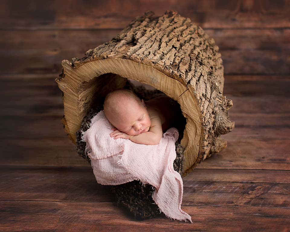 Rustic newborn photography, baby with wood backdrop