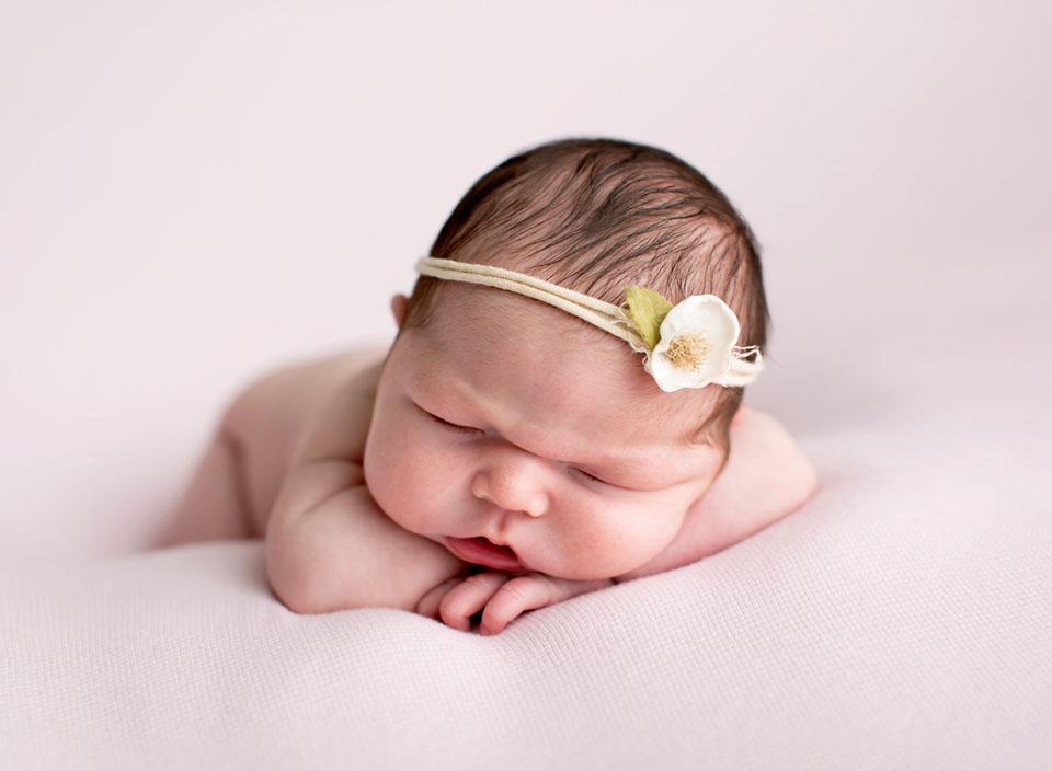 Professional newborn photographer in Keswick Ontario