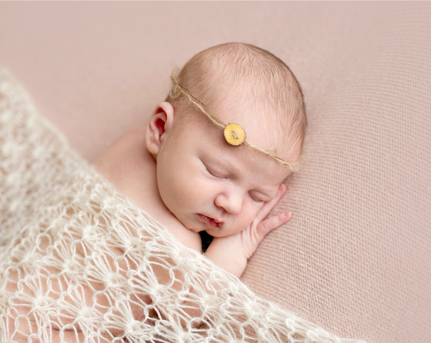 Have a fun and relaxing newborn photoshoot with Kelly