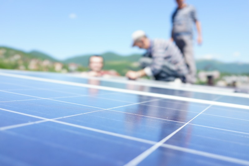 4 Reasons Why Calling the Professionals is Better than Fixing Solar Systems by Yourself