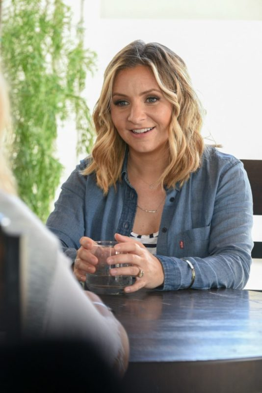 New Show Hollywood Darlings- Beverley Mitchell