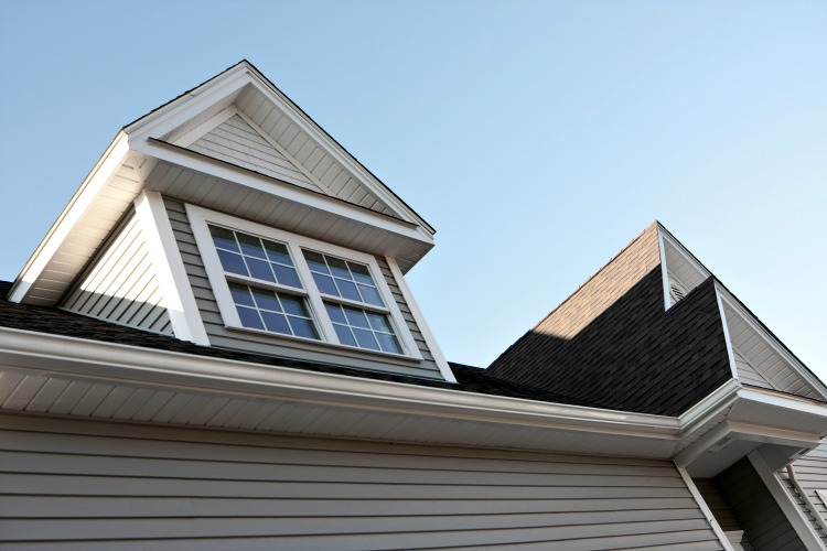 6 Signs that You Need to Replace Your Old Roof