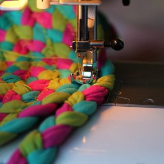 5 Factors to Consider Before Buying a Sewing Machine