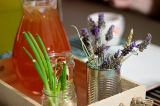 Table settings - DIY spring onions, leek and lavender