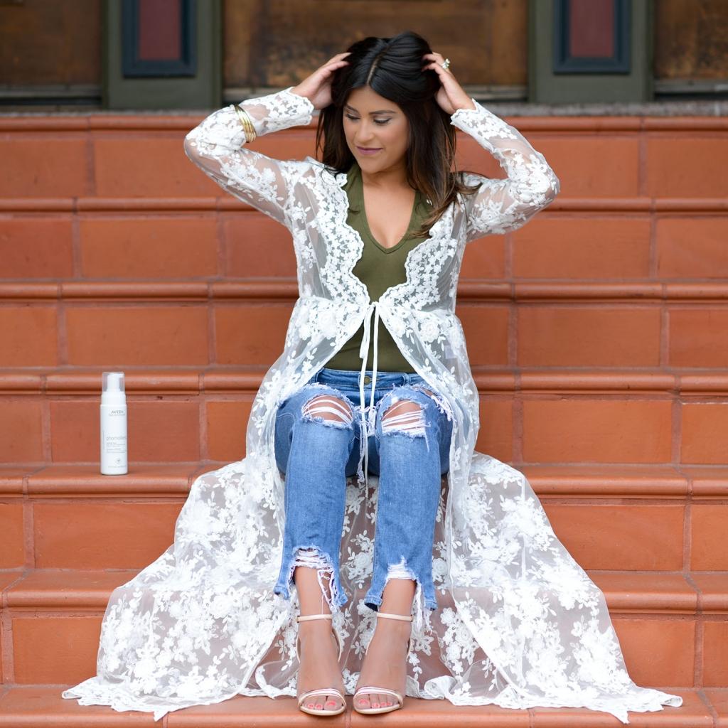 Lifestyle Blogger Kelsey Kaplan of Kelsey Kaplan Fashion wearing lace kimono and rose gold sandals