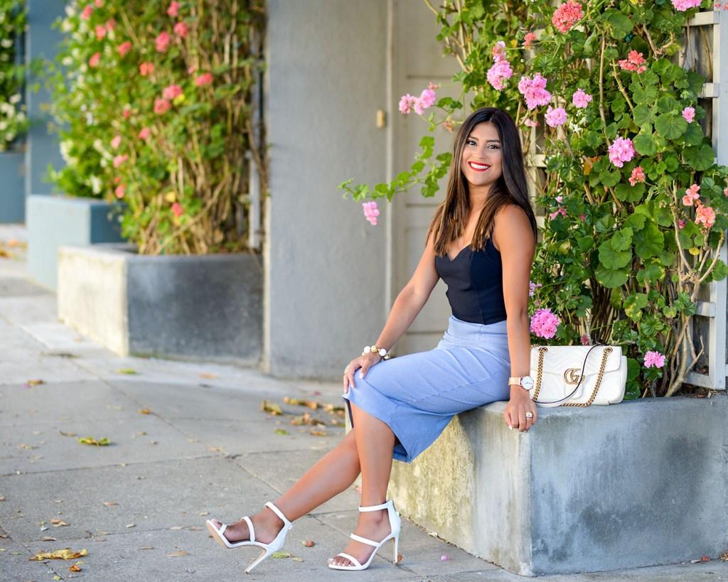 Lifestyle blogger Kelsey Kaplan of Kelsey Kaplan Fashion wearing navy and white and gucci purse