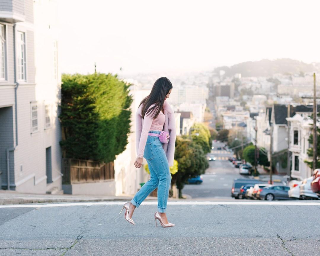 Lifestyle blogger Kelsey Kaplan of Kelsey Kaplan Fashion wearing mom jeans and Gucci Belt Bag