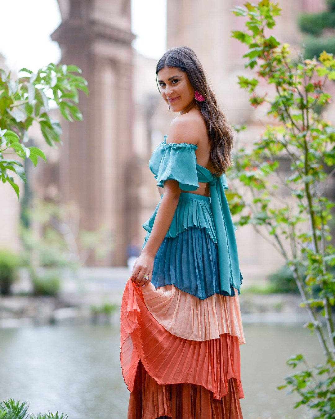 Lifestyle blogger Kelsey Kaplan of Kelsey Kaplan Fashion wearing VICI two piece set at Palace of Fine Arts