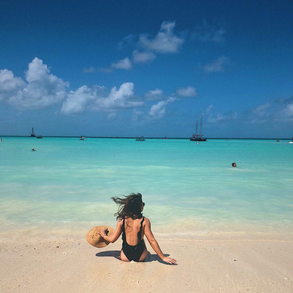 Kelseylynnb.com   swimsuit, beach, aruba travel guide, travel guide, swimsuit, black swimsuit, one piece swimsuit, one piece, black bathing suit