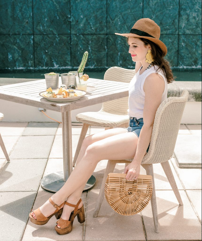 kelsey lynn | Instagram: kelseylynnbarlow | Kelsey Lynn | IG: Kelseylynnbarlow | Tips and tricks for staying on track while travelling | travel hacks, diet hacks, workout hacks, hotel hacks, hotel tips, workout tips,