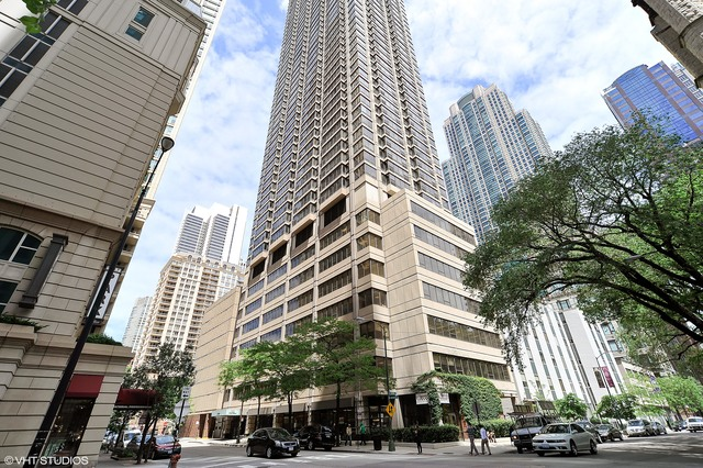 RENTED: River North Highrise
