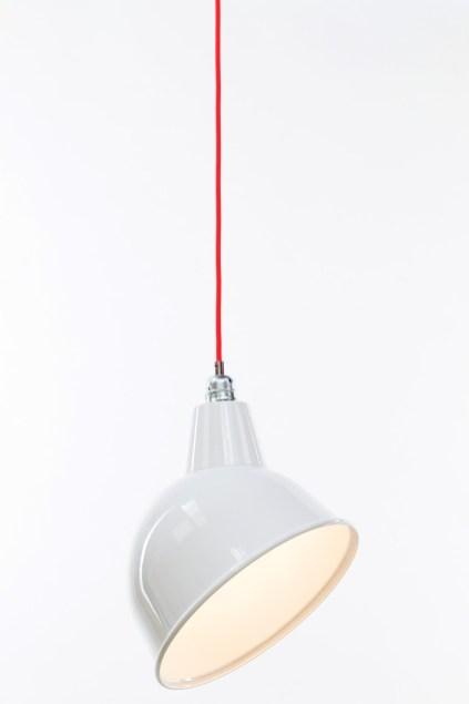 kelvin et lumen luminaires suspension abat-jour émail blanc douille métal chrome cordon orange fluo cuisine entrée séjour