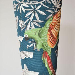 lampe baladeuse de créateur avec abat-jour en tissu motifs perroquet et jungle bleu et vert pompons lampe de chevet applique originale luminaire saint brieuc lamballe