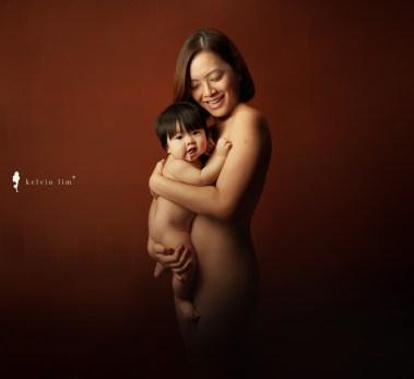 Maternity Newborn Breastfeeding Photography / Boudoir / Artistic Nude by Kelvin Lim