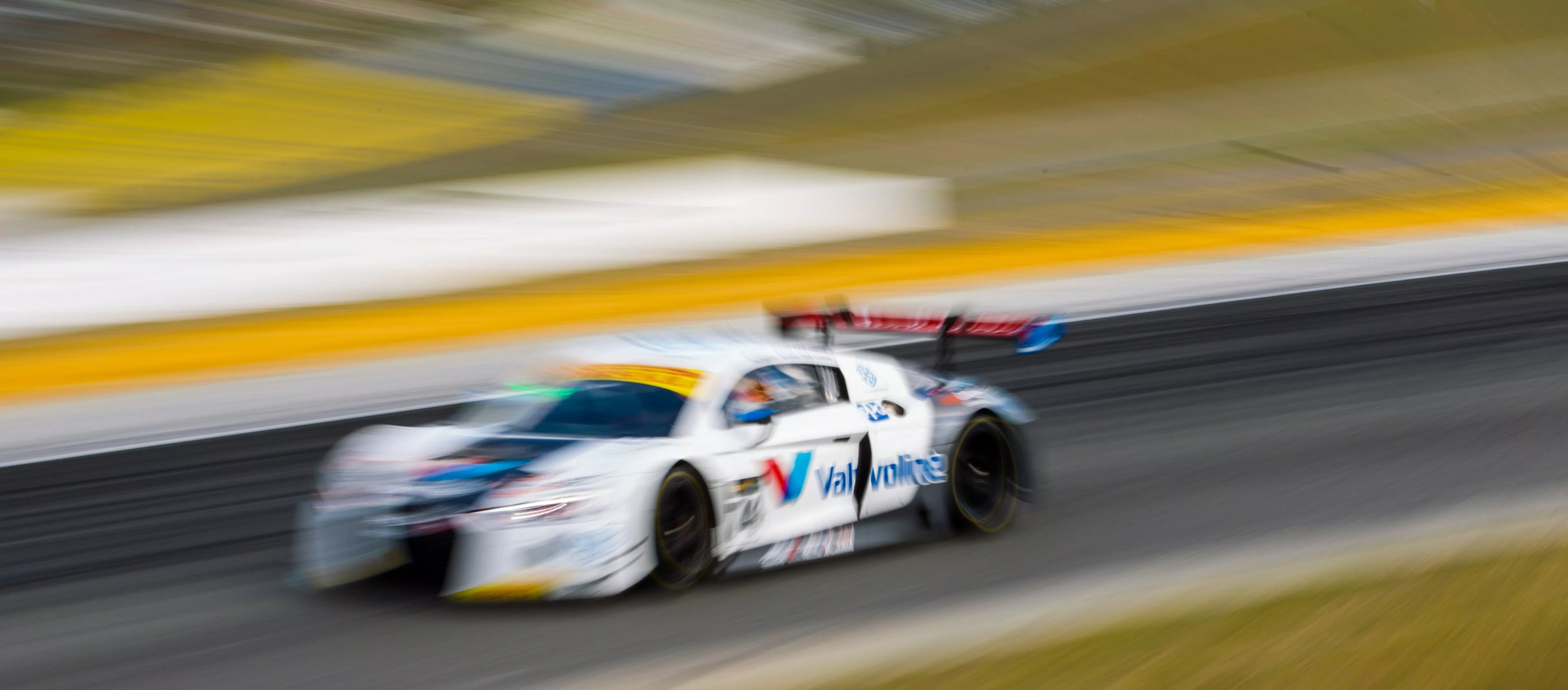 Strong Weekend moves Van der Linde & Emery to 2nd in Australian GT Championship