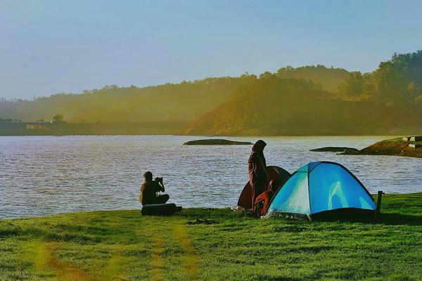 camping_di_waduk_sermo.jpg