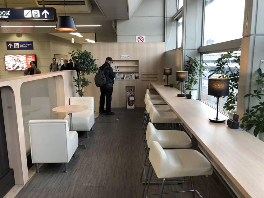 大阪空港駅のmono drink全景その2