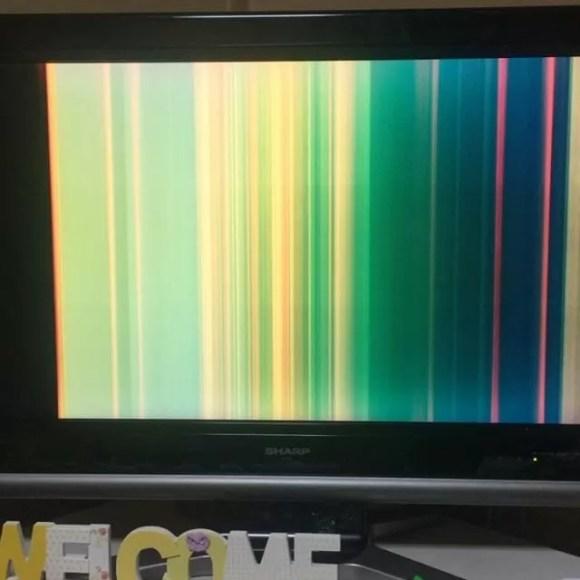 TVがこんなだけどもうダメすかね?#aquos  #sharp