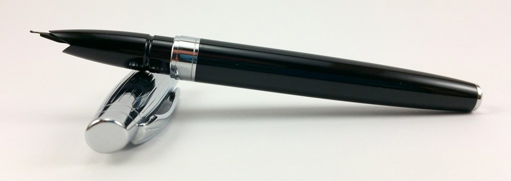 Baoer 100 Fountain Pen - Uncapped