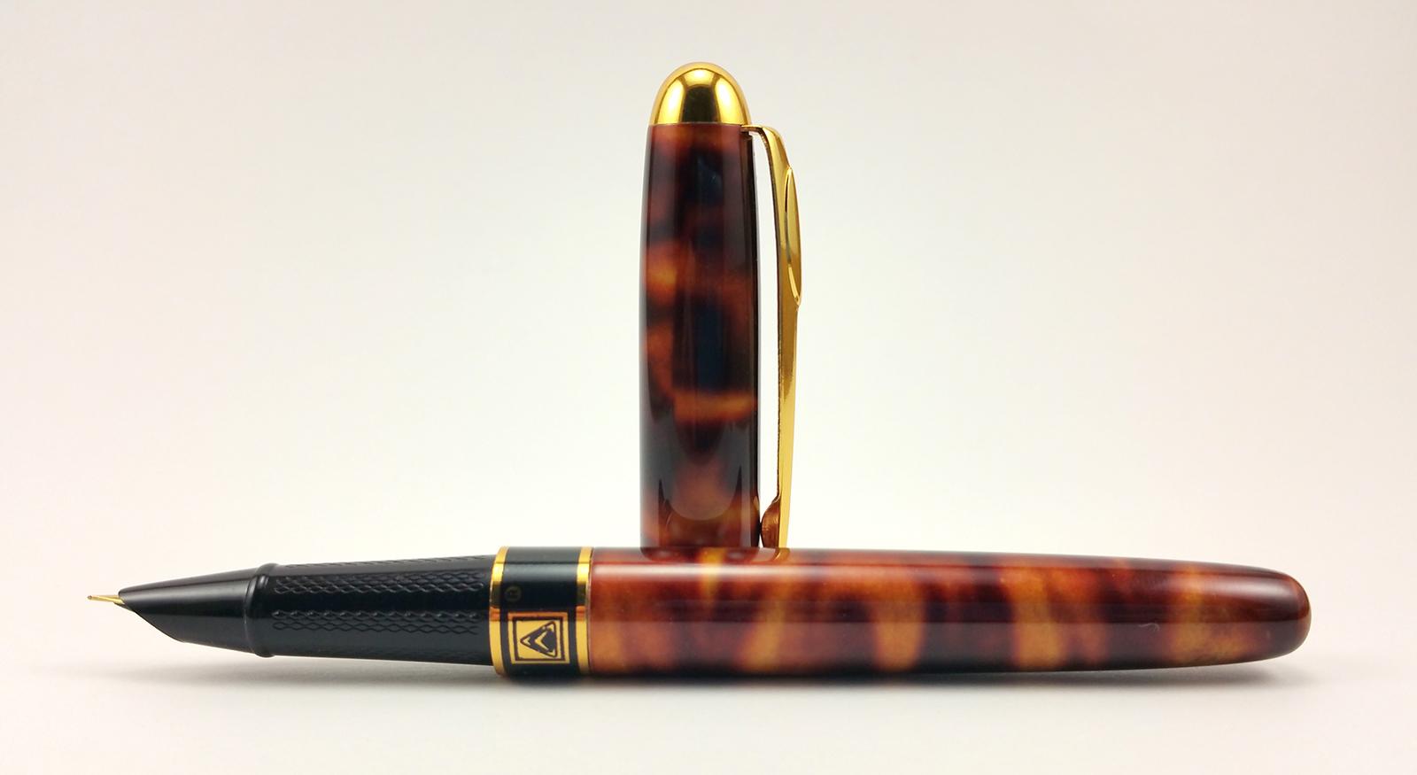 Dikawen 839 Fountain Pen Uncapped