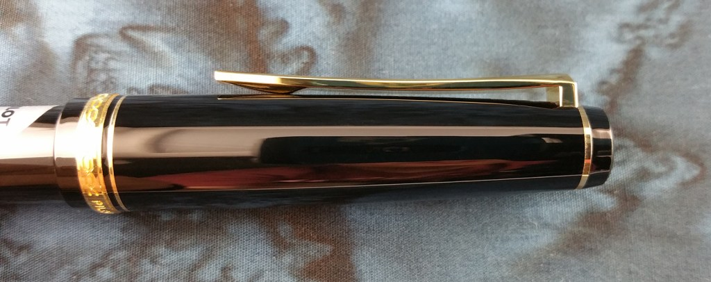 Side view of the Pilot Falcon Fountain Pen Clip, showing its curve (which is identical to the curve of a Katana)