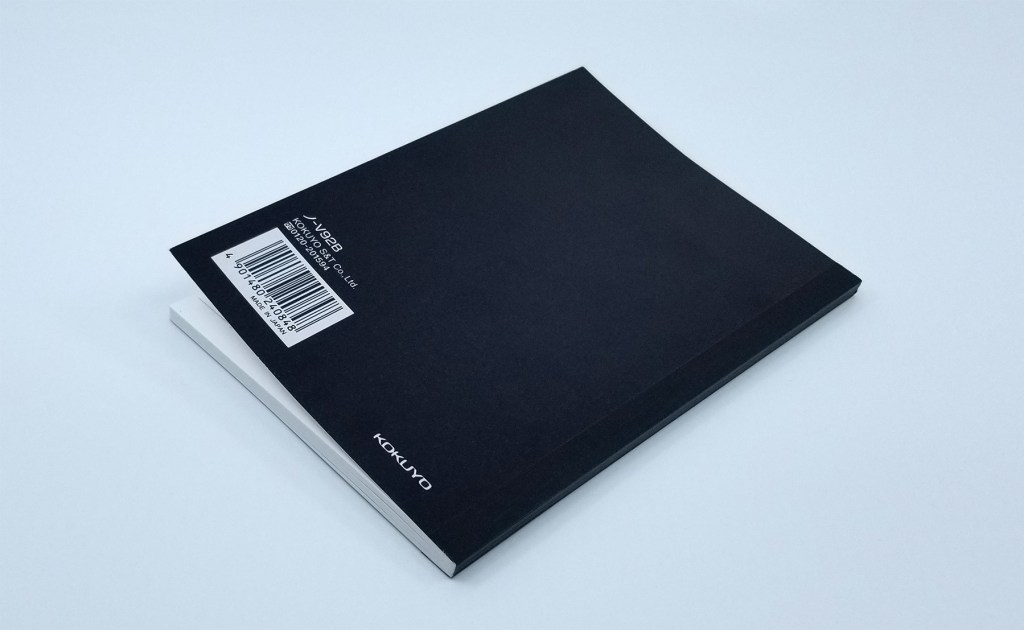 A photo of the Kokuyo Systemic A6 Notebook Refill back cover, in black