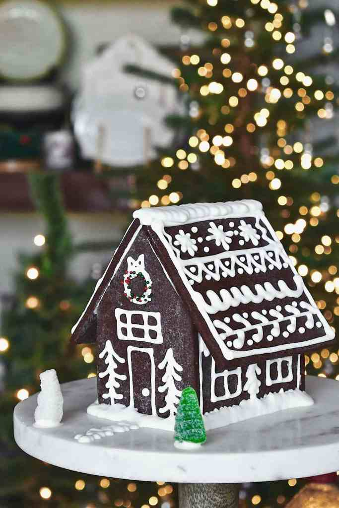 "Oreo Cookie ""Gingerbread"" House"