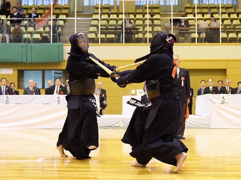 平成29年の全日本選抜八段優勝大会、突きを決める