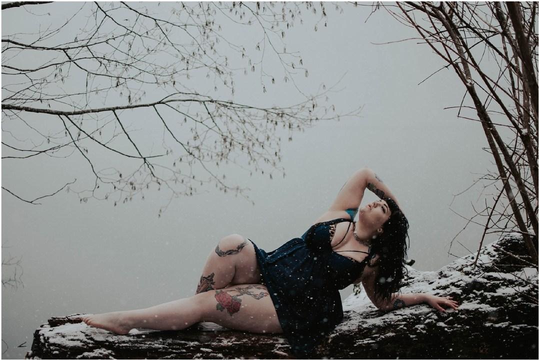 plus-size-pineup, plus-size-boudoir, boudoir, boudoir-photographer, boudoir-photography, boudoir-photos, boudoir-session, boudoir-photoshoot, snowy-boudoir, rattlesnake-lake, outdoor-snow-boudoir, snow-boudoir, outdoor-boudoir, boudoir-inspiration, tatted-girls,