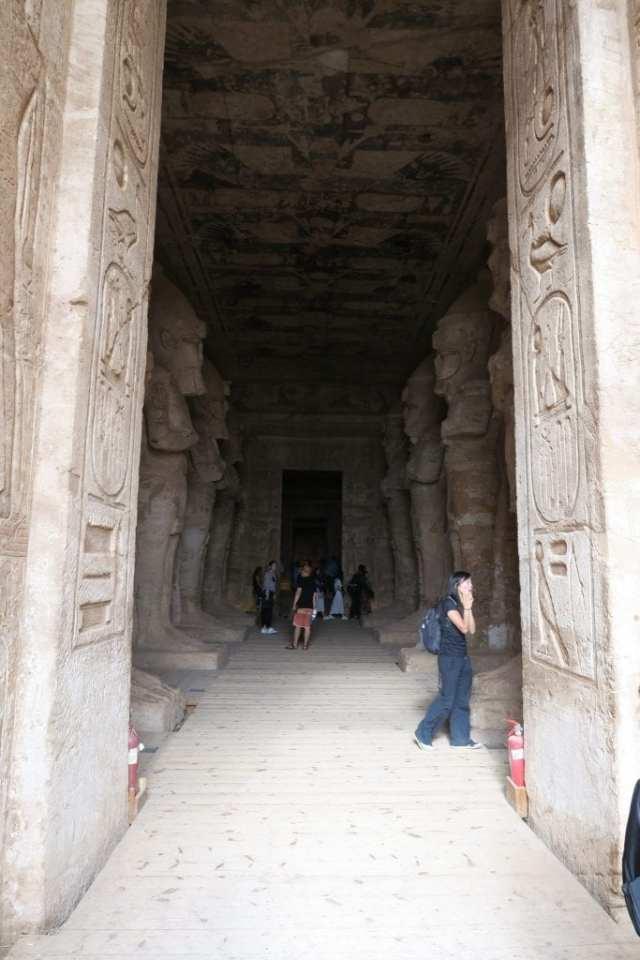 abu-simbel-hallway
