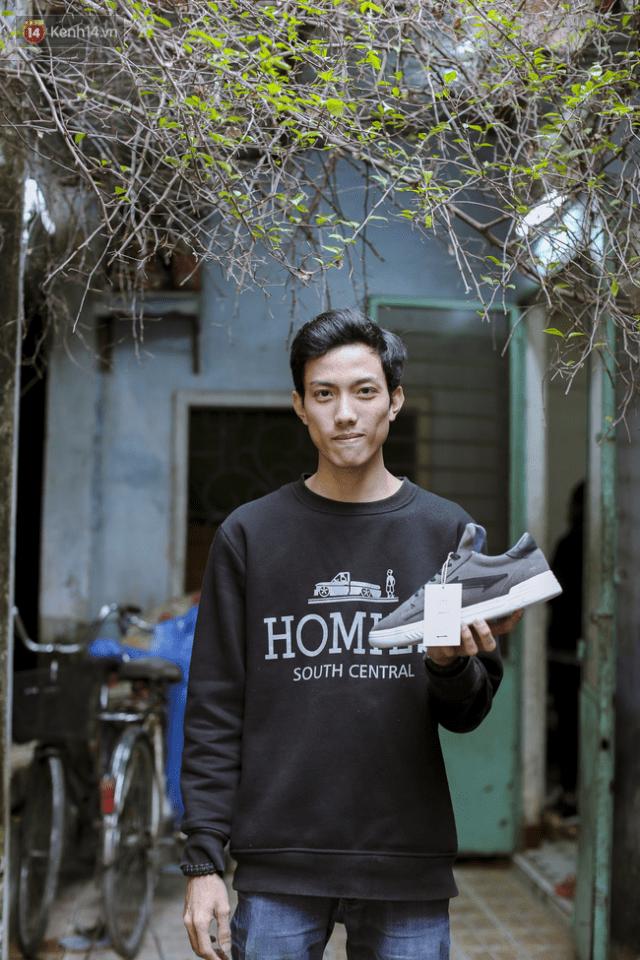 9x Đà Nẵng tự thiết kế và sản xuất giày Việt 100% và câu chuyện khởi nghiệp với 25 triệu đồng - Ảnh 3.